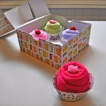 Πώς να φτιάξετε DIY Δώρο για Μωρά - Φορμάκια τυλιγμένα Cupcakes!