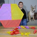 Πώς να φτιάξετε το δικό σας χαρταετό - Οδηγίες + Βίντεο! Από την Vlogger Vivika Vika.