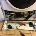 Φωτογραφίες δείχνουν πως το πλυντήριο ρούχων τρώει τις κάλτσες μας