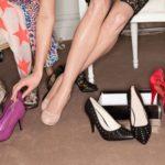 Μικρά μυστικά για να μυρίζουν όμορφα τα παπούτσια σας