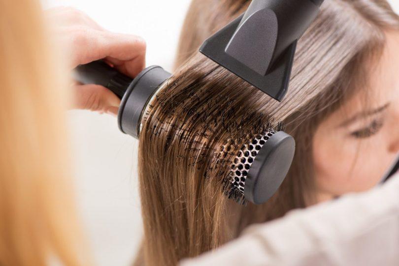 βήματα για να κάνετε σε μόλις λίγα λεπτά ίσια μαλλιά κομμωτηρίου