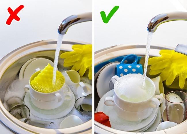 Μουλιάζετε τα πιάτα στο νεροχύτη