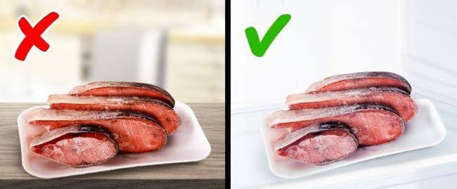 Ξεπαγώνετε τρόφιμα σε θερμοκρασία δωματίου