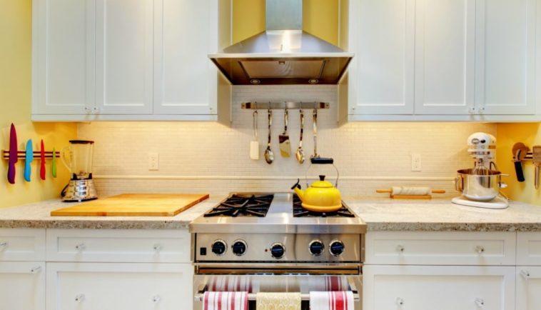 7 ιδέες για μακρόστενες κουζίνες που θα σας εμπνεύσουν