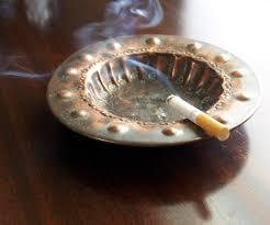 Πώς θα απαλλαγείτε από τη μυρωδιά του τσιγάρου μέσα από το σπίτι σας
