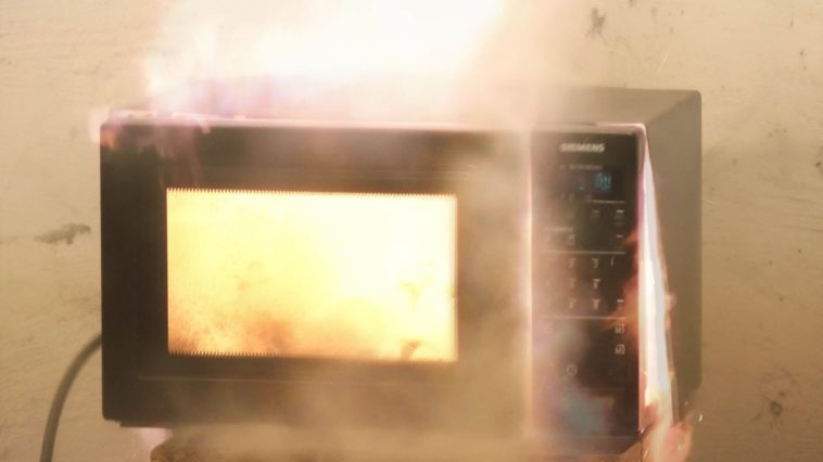 Τι δεν πρέπει να τοποθετούμε μέσα σε φούρνο μικροκυμάτων